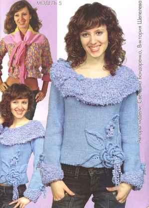 Светло-голубой свитерок с буклированным воротом