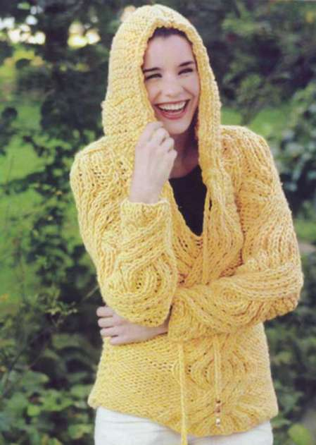 Кокетливый свитер с капюшоном