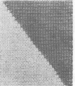 Образец из нитей двух цветов, соединенных по наклонной линии
