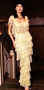 Серебристое вечернее вязаное платье